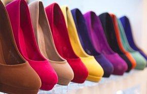 Как почистить замшевую обувь в домашних условиях от грязи и можно ли ее мыть