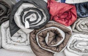 Как стирать одеяло: ватное, шерстяное и с другими наполнителями